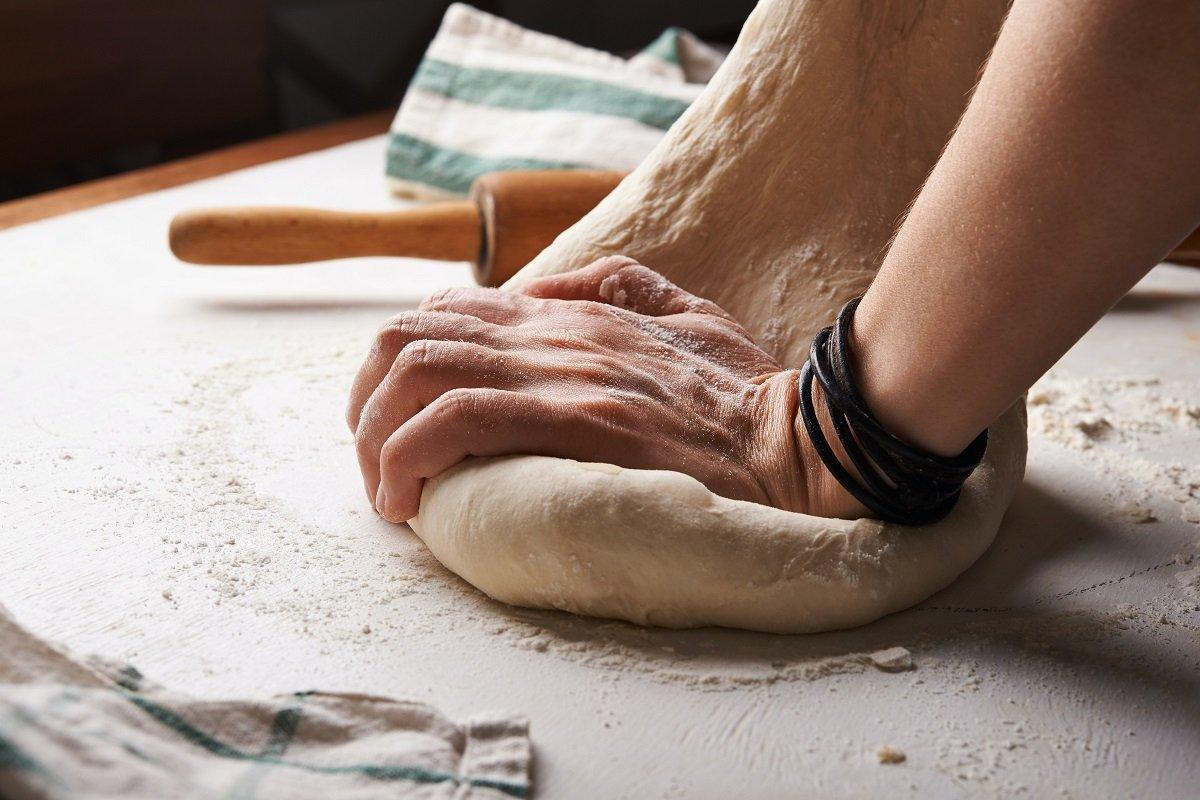 Using bread machine to knead dough